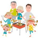 Famille appréciant le barbecue dehors Photographie stock