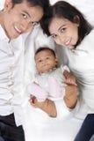 Famille asiatique heureuse aérienne photos stock