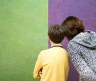 Famille au Musée d'Art image libre de droits