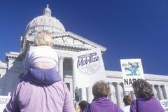 Famille au rassemblement des droits des femmes Image libre de droits