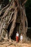 Famille au temple de som de ventres Image stock