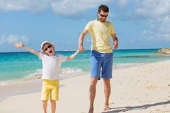 Famille aux vacances image stock