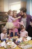 Famille avant Pâques Photos libres de droits