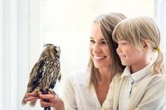 Famille avec des animaux familiers Image stock