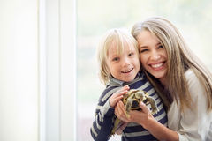 Famille avec des animaux familiers Photos stock