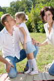Famille avec des enfants photographie stock libre de droits