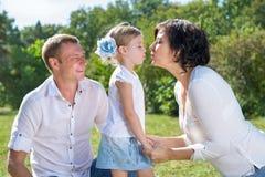 Famille avec des enfants photos libres de droits