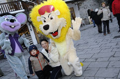 Famille avec des mascottes Photo libre de droits