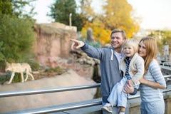 Famille avec l'enfant photo libre de droits