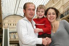 Famille avec l'enfant dans le système Photos libres de droits