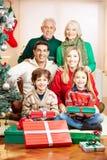 Famille avec la célébration d'aînés Photographie stock libre de droits