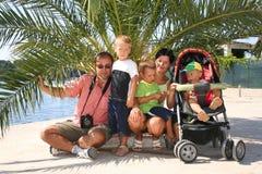 Famille avec le chariot Photos stock