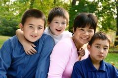 Famille avec le fils de trois jeunes images libres de droits