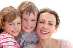 Famille avec le sourire de mère, de descendant et de fils image libre de droits