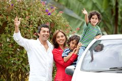 Famille avec un véhicule Photos stock