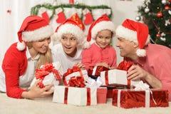 Famille célébrant la nouvelle année Photographie stock libre de droits