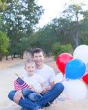 Famille célébrant le 4ème juillet Images libres de droits