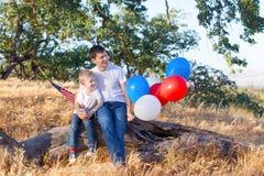 Famille célébrant le 4ème juillet Photos stock