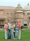 Famille détendant à la station de vacances photos libres de droits