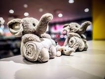 Famille d'éléphant de jouet de trois photos libres de droits