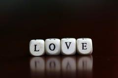 Famille d'amour de cube en textes Photo stock
