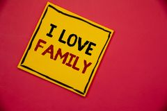 Famille d'amour de l'écriture I des textes d'écriture Concept signifiant l'attention d'affection de bons sentiments pour votre pè Photographie stock