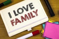 Famille d'amour de l'écriture I des textes d'écriture Concept signifiant l'attention d'affection de bons sentiments pour votre pè Photo stock