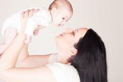 Famille d'amour de maman et de petite fille Photo stock