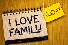 Famille d'amour des textes I d'écriture de Word Concept d'affaires pour l'attention d'affection de bons sentiments pour votre pèr Images libres de droits