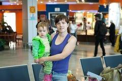 Famille dans l'aéroport Images libres de droits