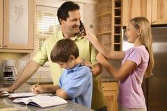Famille dans la cuisine Photographie stock libre de droits