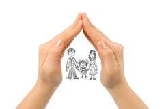 Famille dans la maison faite de mains Photographie stock libre de droits