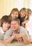 Famille de cinq heureuse Photo stock