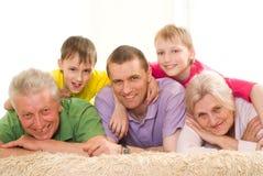 Famille de cinq heureuse Images stock