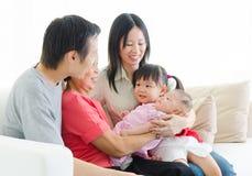 Famille de générations de l'Asiatique trois Photographie stock libre de droits