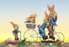 Famille de lapin de Pâques Photos stock