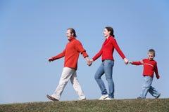 Famille de marche avec le fils 2 Photo libre de droits