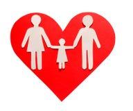 Famille de papier au coeur rouge d'isolement sur le blanc. Amour et famille Photographie stock libre de droits