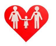 Famille de papier au coeur rouge d'isolement sur le blanc. Amour et famille Photo libre de droits