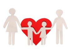 Famille de papier et coeur rouge d'isolement sur le blanc. Amour et famille Image stock