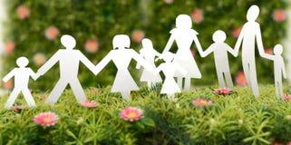 Famille de papier sur l'herbe Photographie stock
