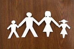 Famille de papier sur l'herbe Photo libre de droits