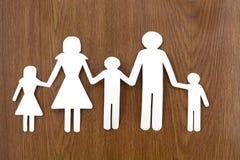 Famille de papier sur l'herbe Images stock