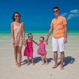 Famille de quatre des vacances de plage Photos stock