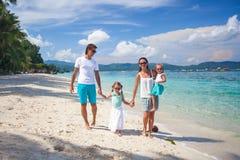 Famille de quatre des vacances de plage Images stock
