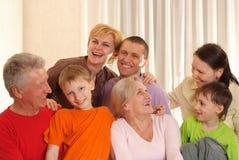 Famille de sept heureuse images libres de droits