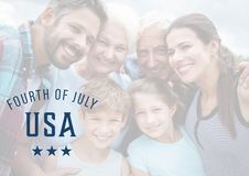 Famille de sourire pour le 4ème juillet Photo stock