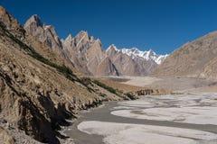 Famille de tour de Trango, flèche de Lobsang et rivière, K2 voyage, Pakistan photo libre de droits