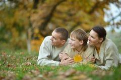 Famille de trois sur la nature Photo libre de droits