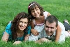Famille de trois unie en stationnement Photographie stock